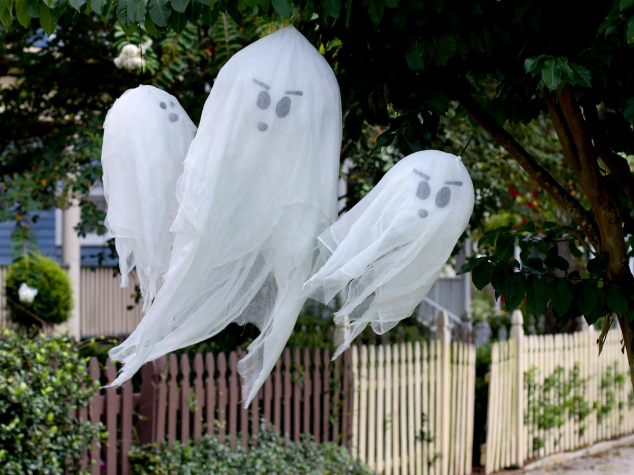 Hanging tree ghosts for Halloween ideas