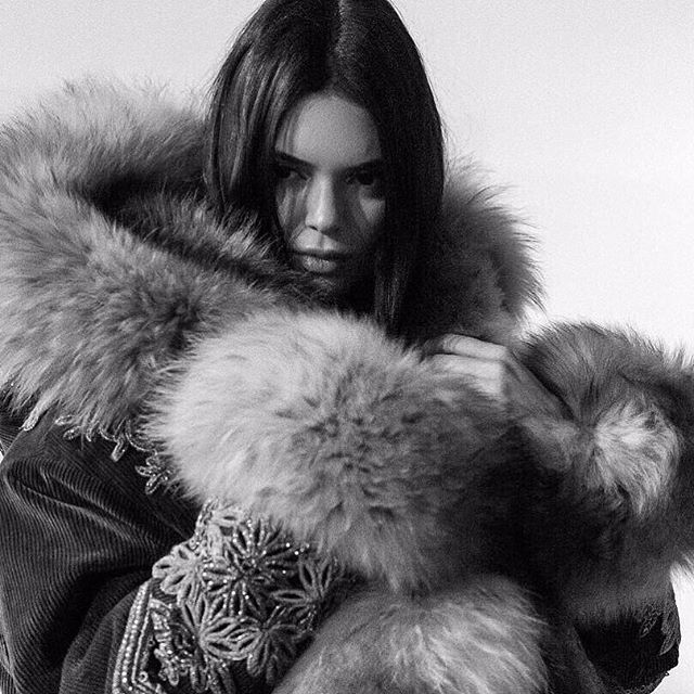 #ThrowbackThursday to January, when @kendalljenner  rocked this stunning coat during Milan Fashion Week-- created by Canadian-born designers @dsquared2 . . . . . #throwback #tbt #celebrityfashion #dsquared2 #milanfashionweek #2018 #fashionweek #runwaystyle #celebrity #kendalljenner #editorial #style #inspo #runway #milan #fallwinter2018 #fur #furfashion #furcoat #wearefur #furnow