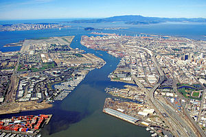 300px-Oakland_California_aerial_view.jpg