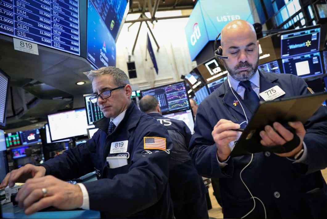 Traders work on the floor of the New York Stock Exchange (NYSE) in New York, U.S., February 13, 2019. REUTERS/Brendan McDermid/File Photo