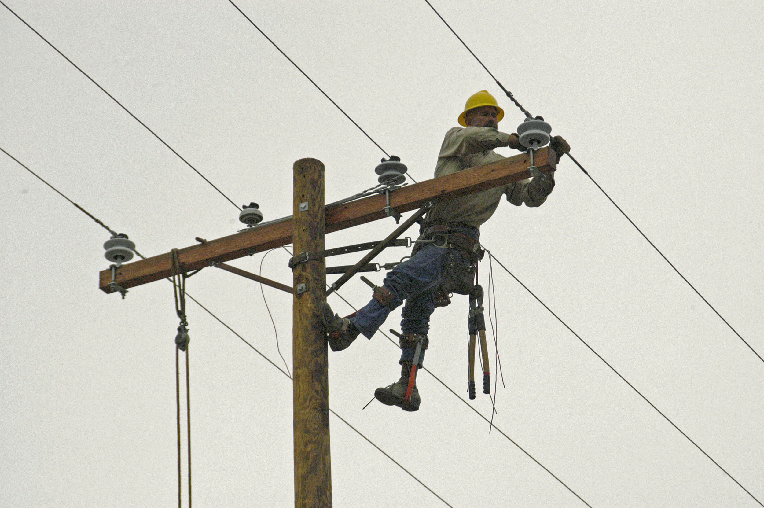 List-of-10-Most-Dangerous-Jobs-7.-Linemen-And-Roofers.jpg