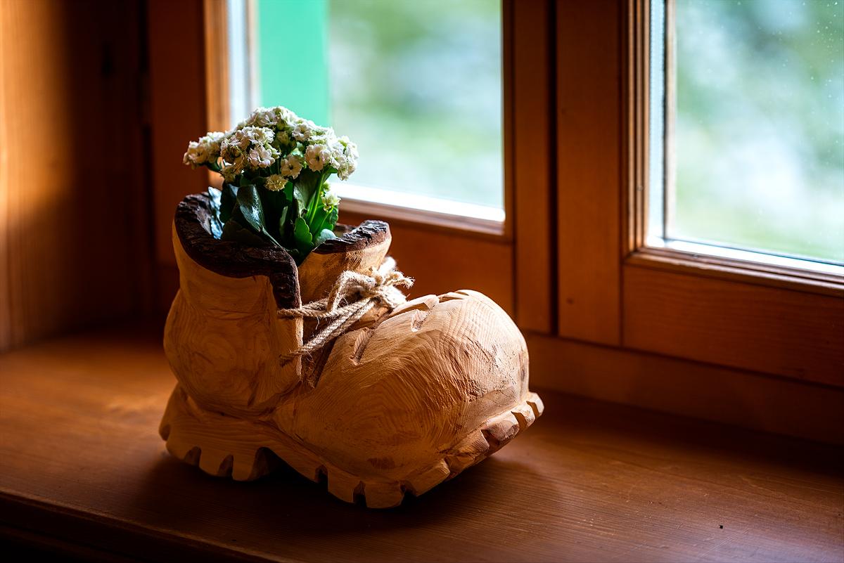în cabanele din Alpi găseşti frecvent sculpturi