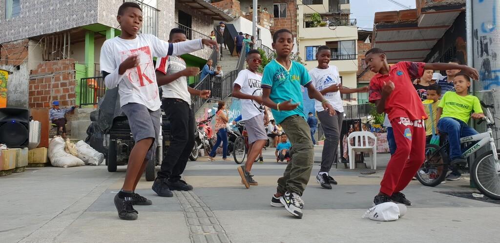 veselie în Comuna 13, în trecut una dintre cele mai periculoase favele din lume