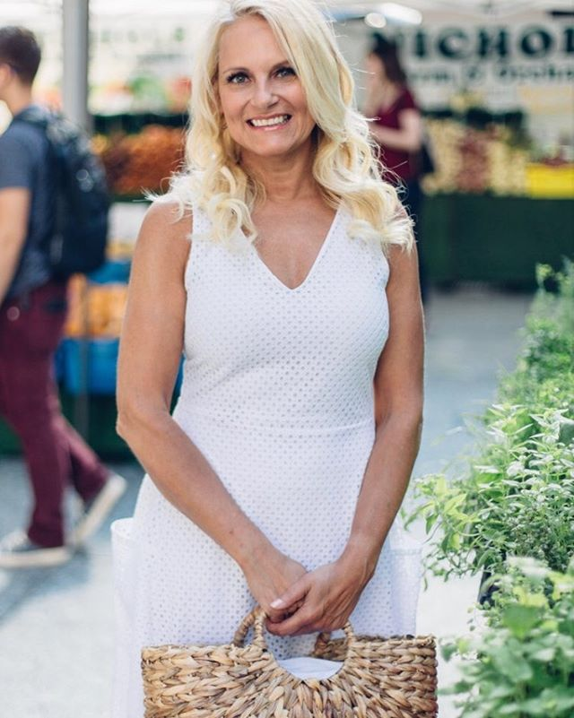 Spring is in the air. Waiting patiently for all the wonderful farmers markets to open in Chicago. #pennykraftco #HEYtrythis #vegan #healthyeating #livingmydream#everydaycharming