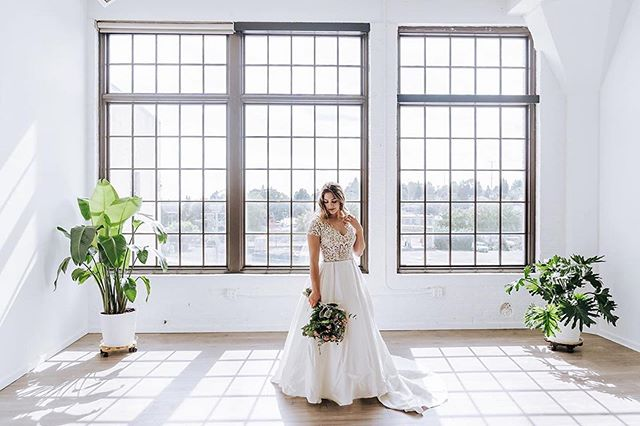 Wow, what a stunning shot by @myrtlecreativeco. Did you know @brides_for_a_cause is just downstairs from @lightroompdx. If your wedding photographer make sure you stop in and say hi!