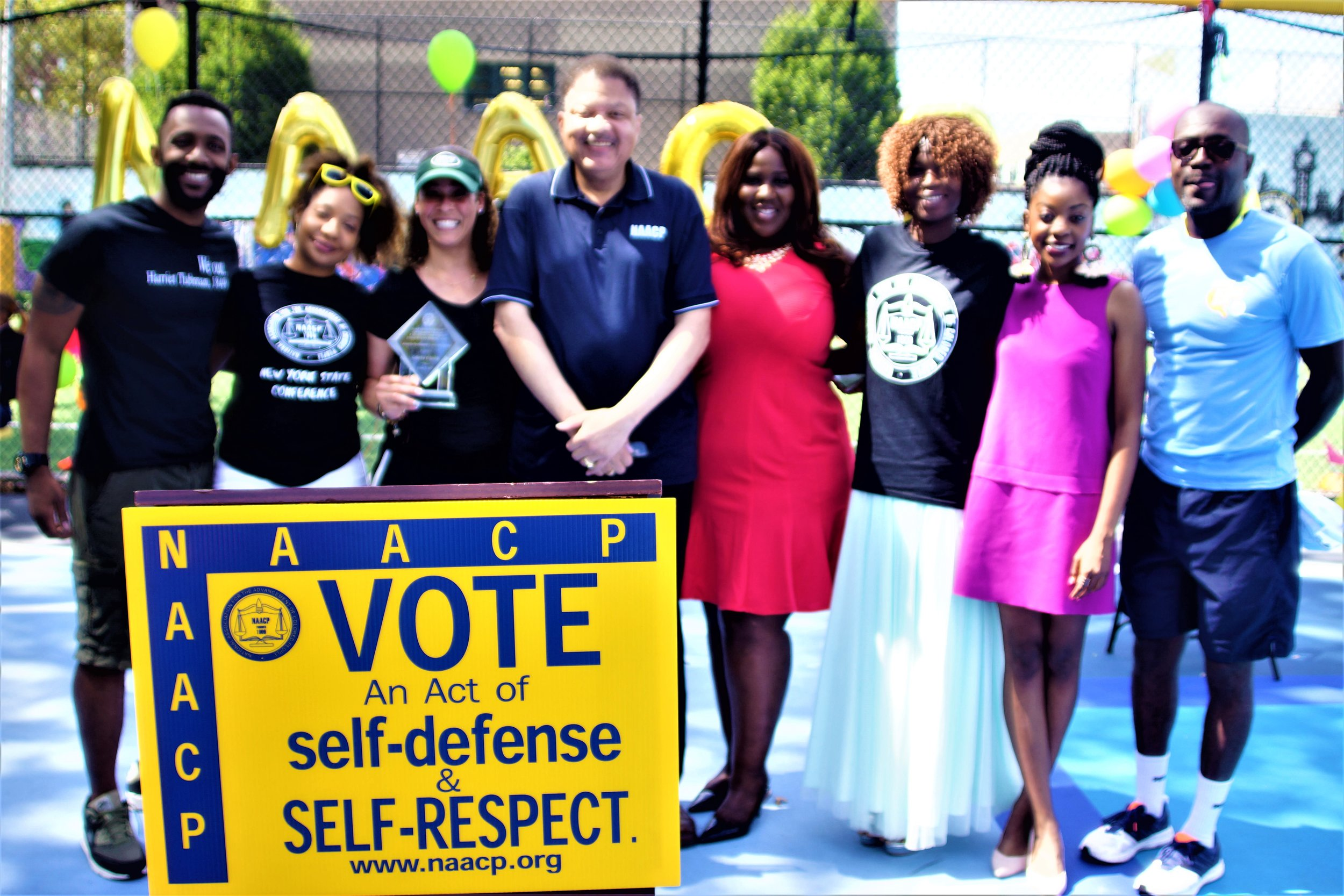 Group Shot of Mid-Manhattan NAACP Next Gen Members with New York Jets, NFL coach Collette V. Smith & president Eaton