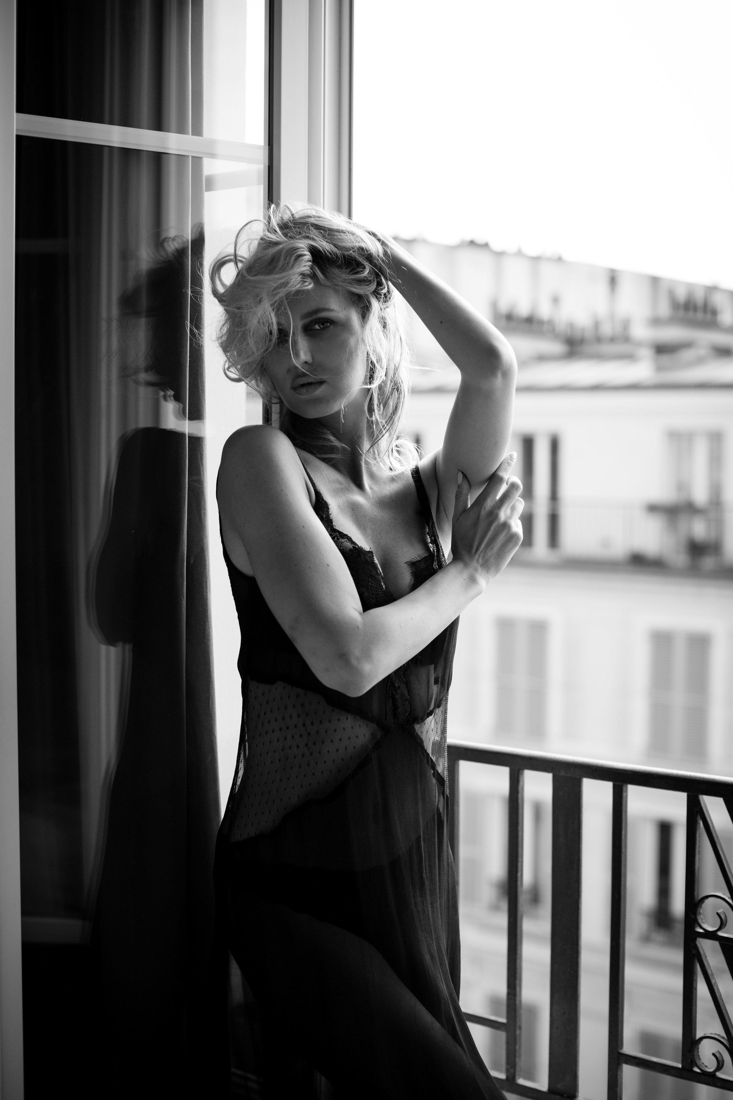 Paris Boudoir Photographer Black White Balcony.jpg