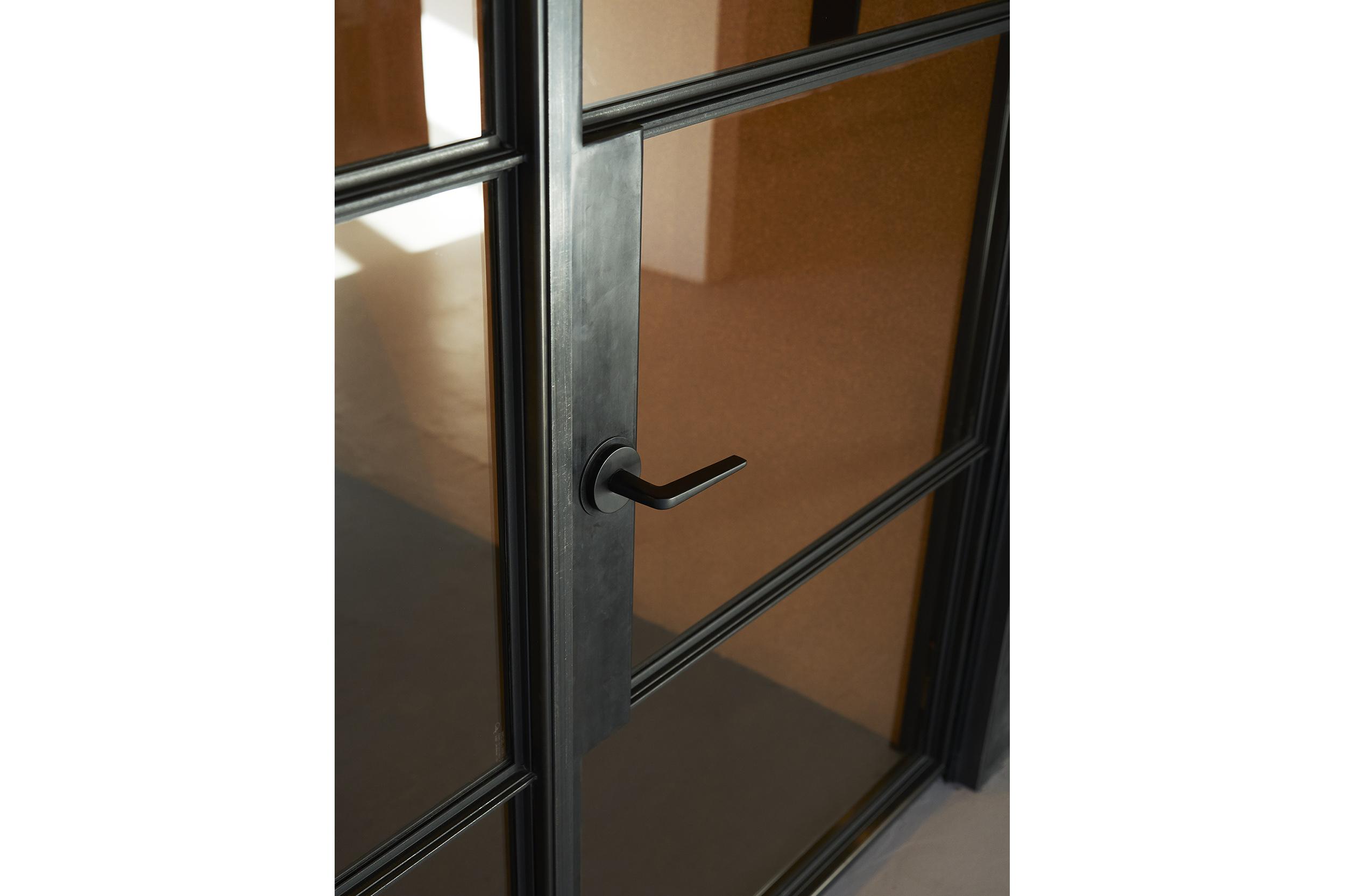 goCstudio_Substantial_door detail.jpg