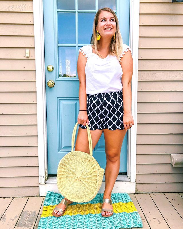 Soaking up every last bit of summer over here ☀️ and trying to wear all of my favorite summer pieces until it's over! I was just telling my coworkers that I can't believe this weekend is Labor Day weekend!! My bright yellow earrings might be the one thing I thing I can't get away with all year. Guess I'm just going to have to wear them a bunch this week 🤷🏼‍♀️ What are some of your summer favs you're going to miss this fall?