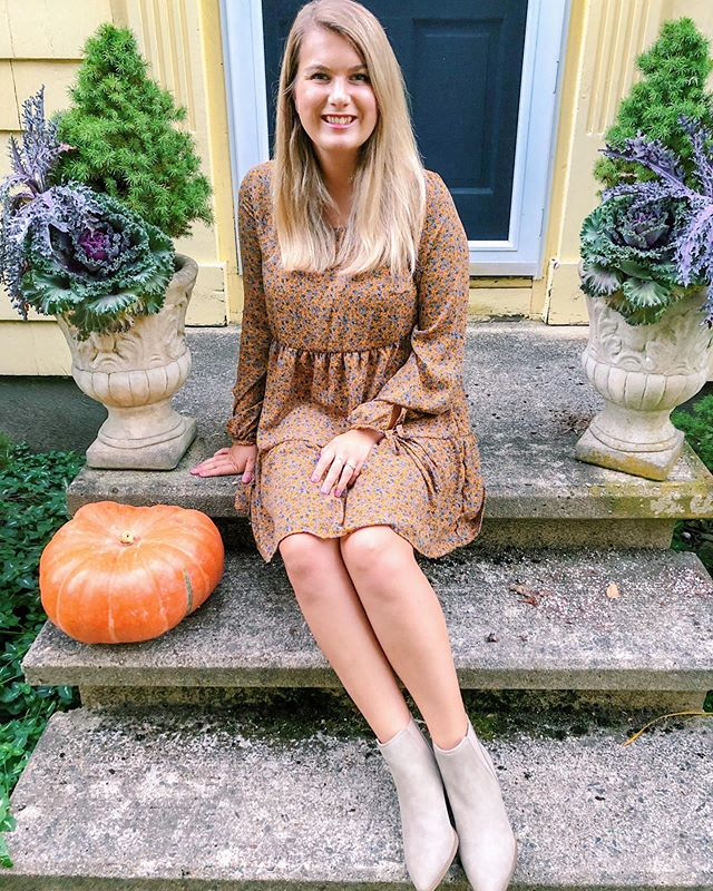 Would you believe me if I told you this whole outfit was under $50? Believe it! I've been having such a hard time picking out my outfits lately because it's still too warm for your typical fall clothes, but still too cool for summer ones. I think that this fall tone dress is the perfect for transitioning to fall 🍂What are some of your go to outfits for this in between time? I need help!