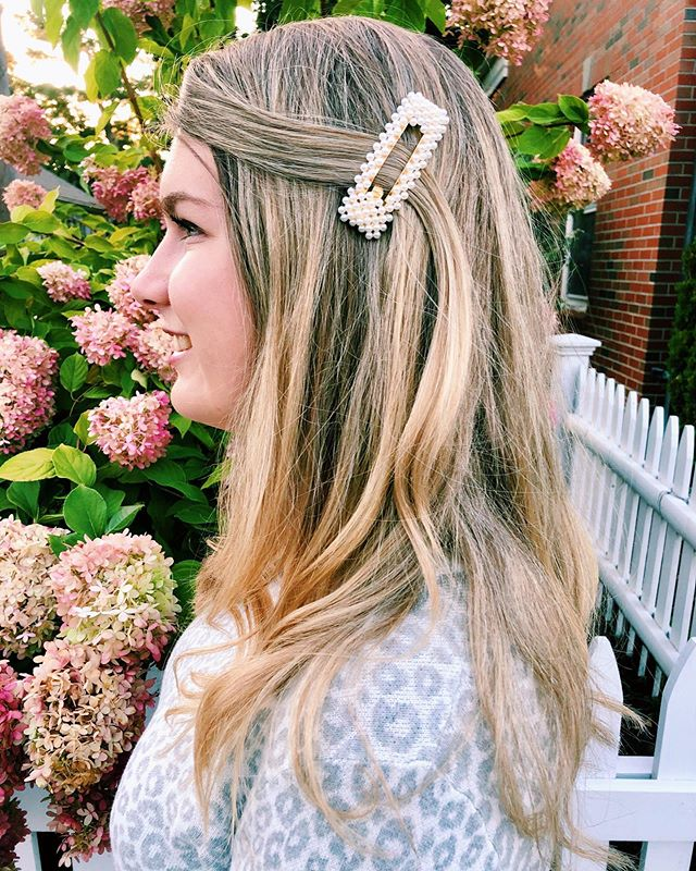 Talking all about statement making pearl barrettes on the blog today! I think they are so fun because they add a pop to any outfit! What do you think - love them or hate them? Click the link in my bio to read my take and shop my huge barrette variety pack that I got for only $8 💗