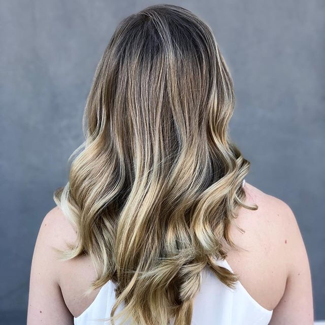How do you keep your locks hydrated as the seasons change. I like to add a bond building treatment into the rotation. What's your favorite trick? #b3 #scottsdalehairstylist