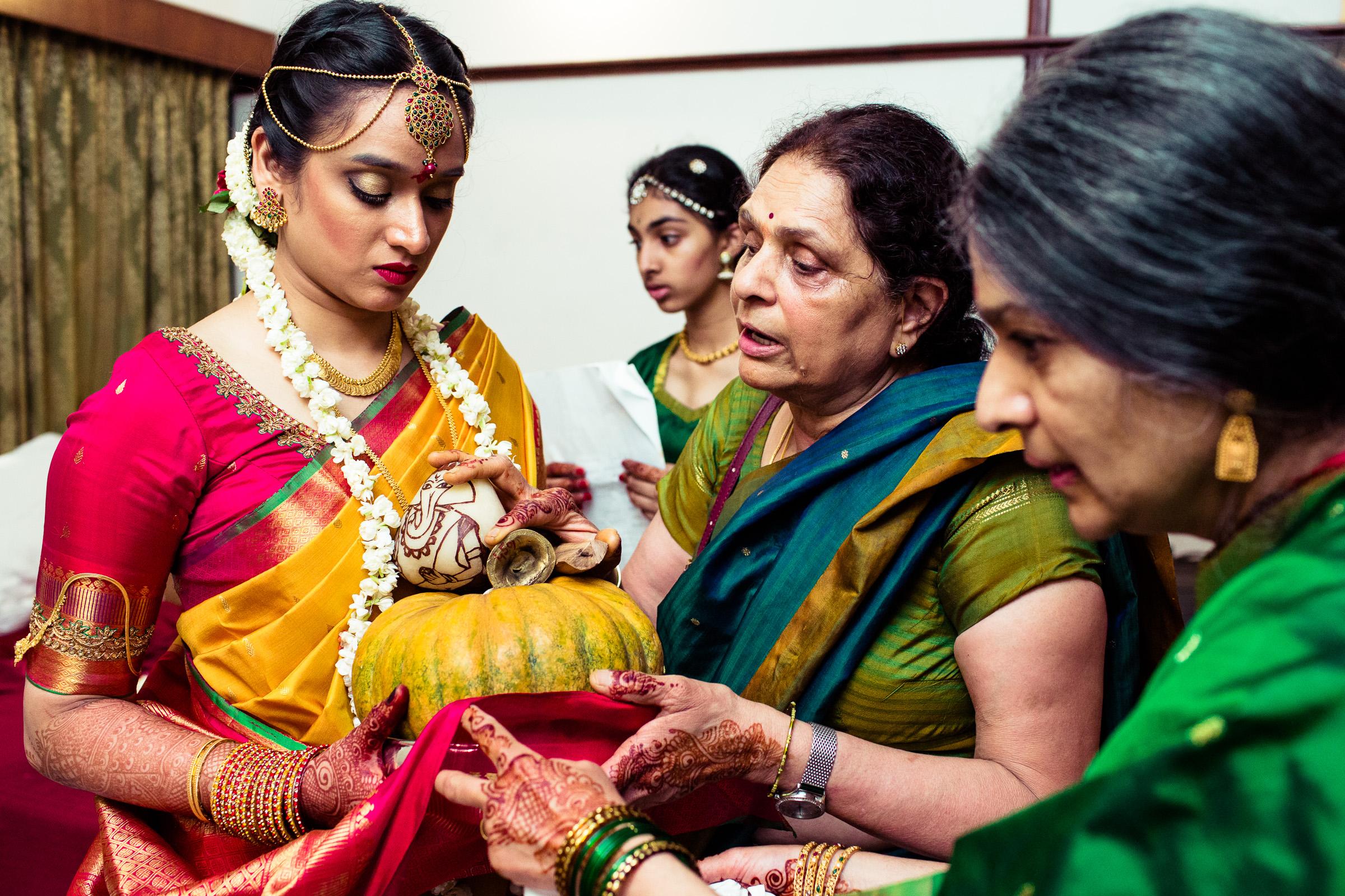 tamil-telugu-candid-wedding-bangalore-0110.jpg