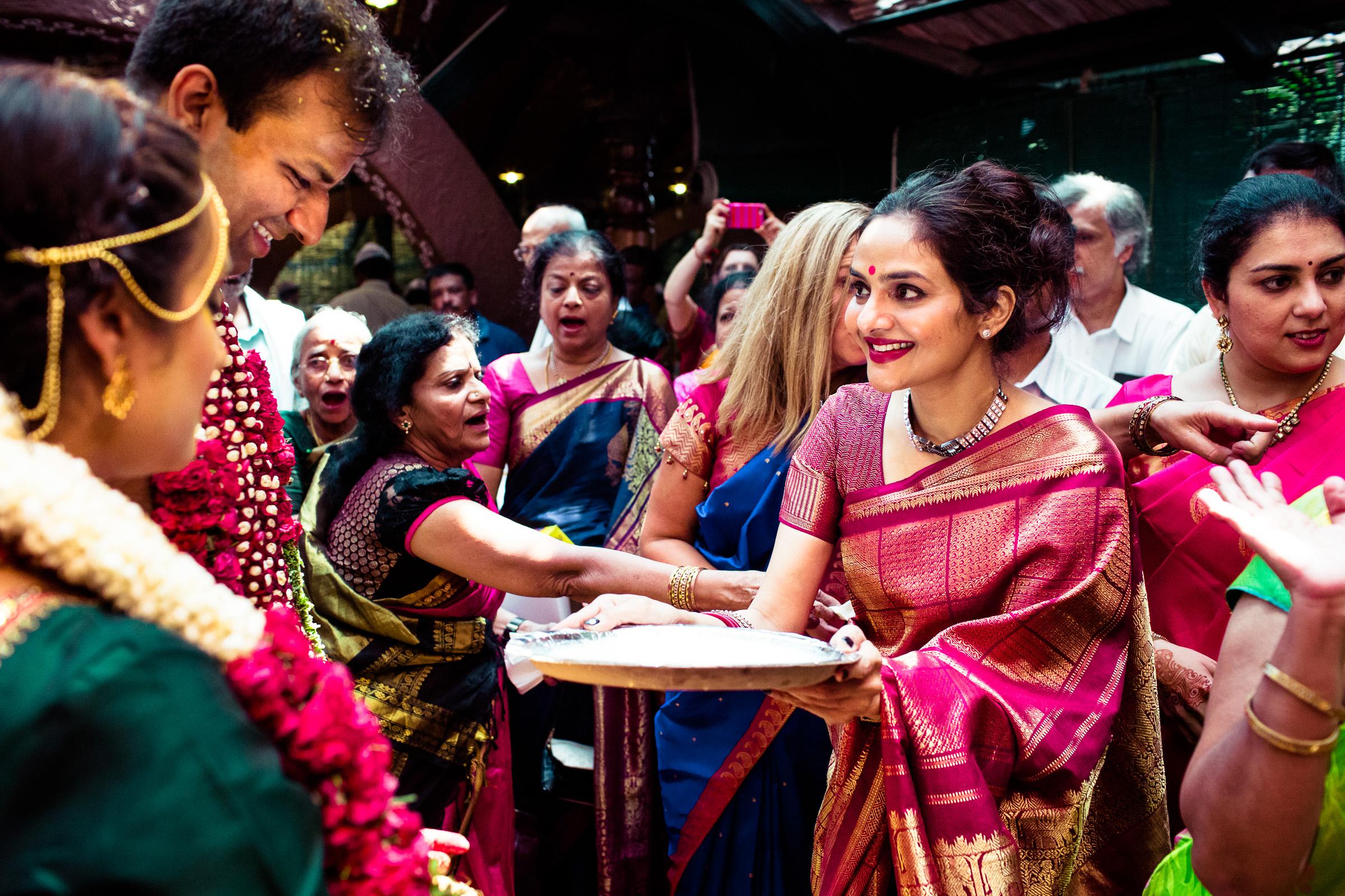 tamil-telugu-candid-wedding-bangalore-0146.jpg