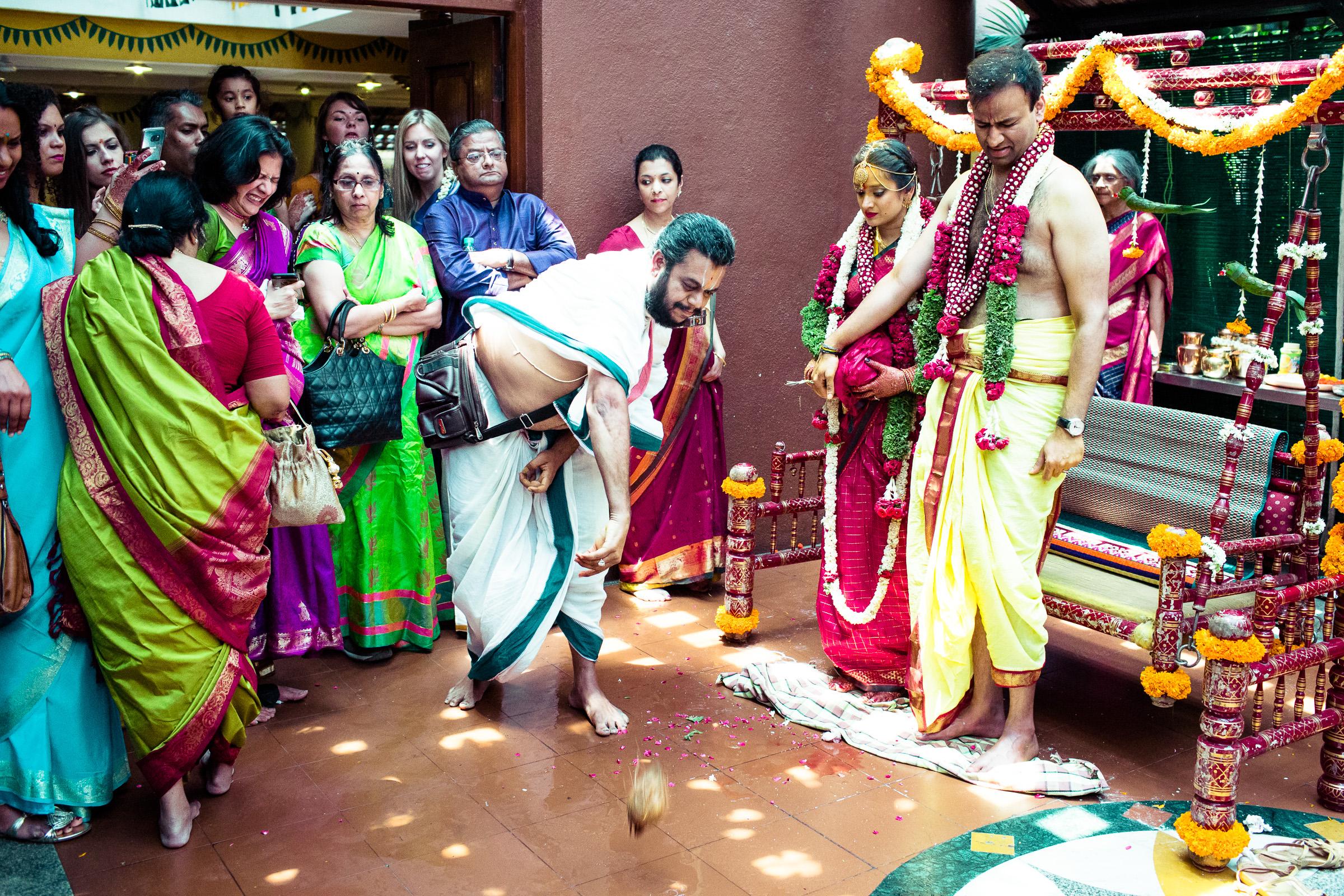 tamil-telugu-candid-wedding-bangalore-0150.jpg