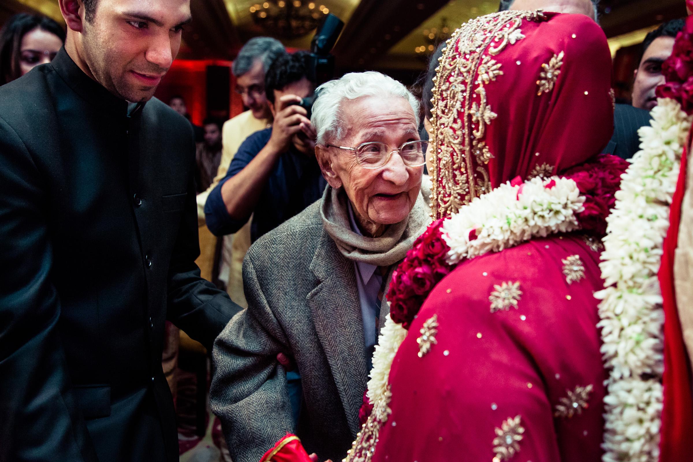best-candid-wedding-photographer-delhi-0070.jpg