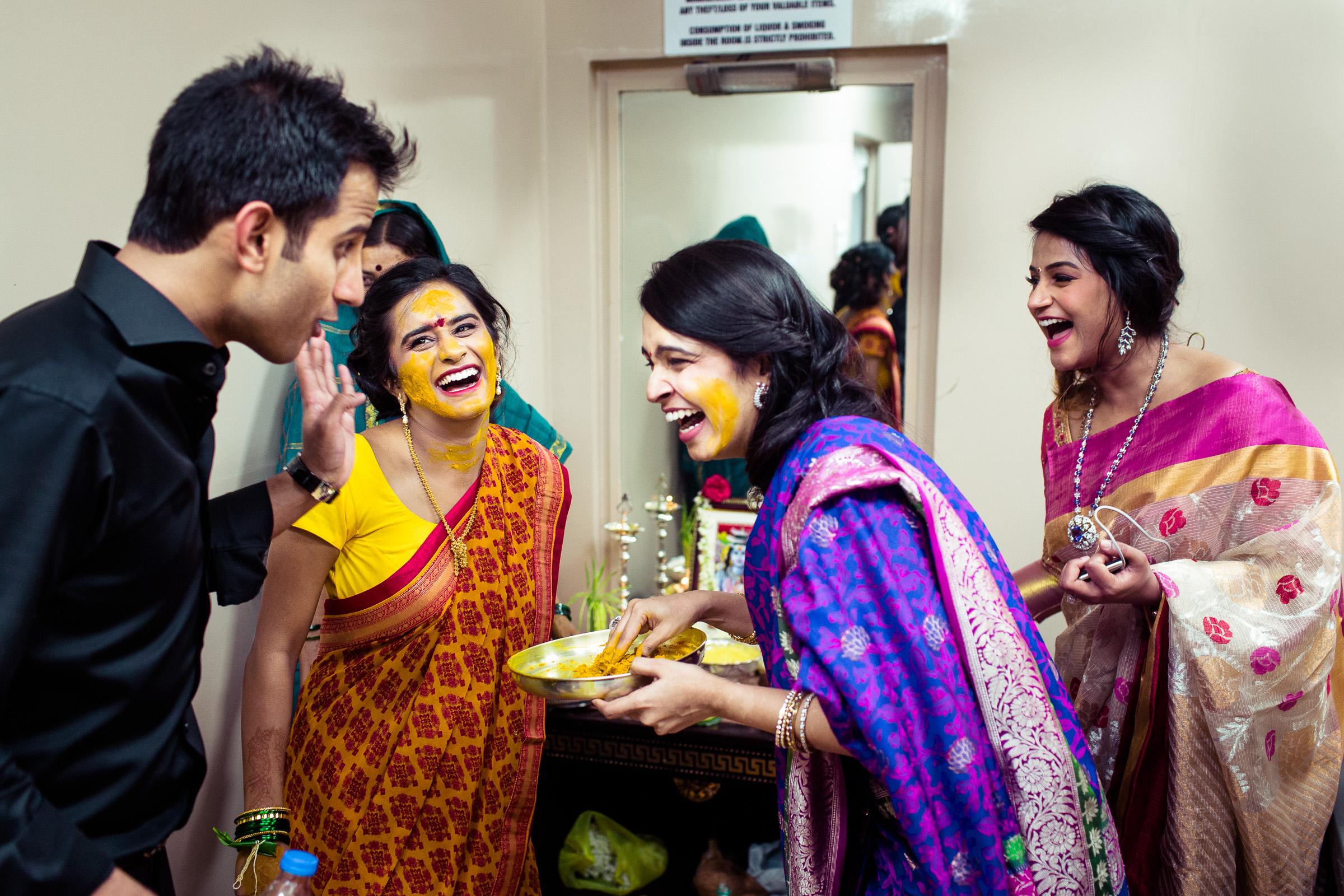 best-candid-wedding-photographers-bangalore-0032.jpg