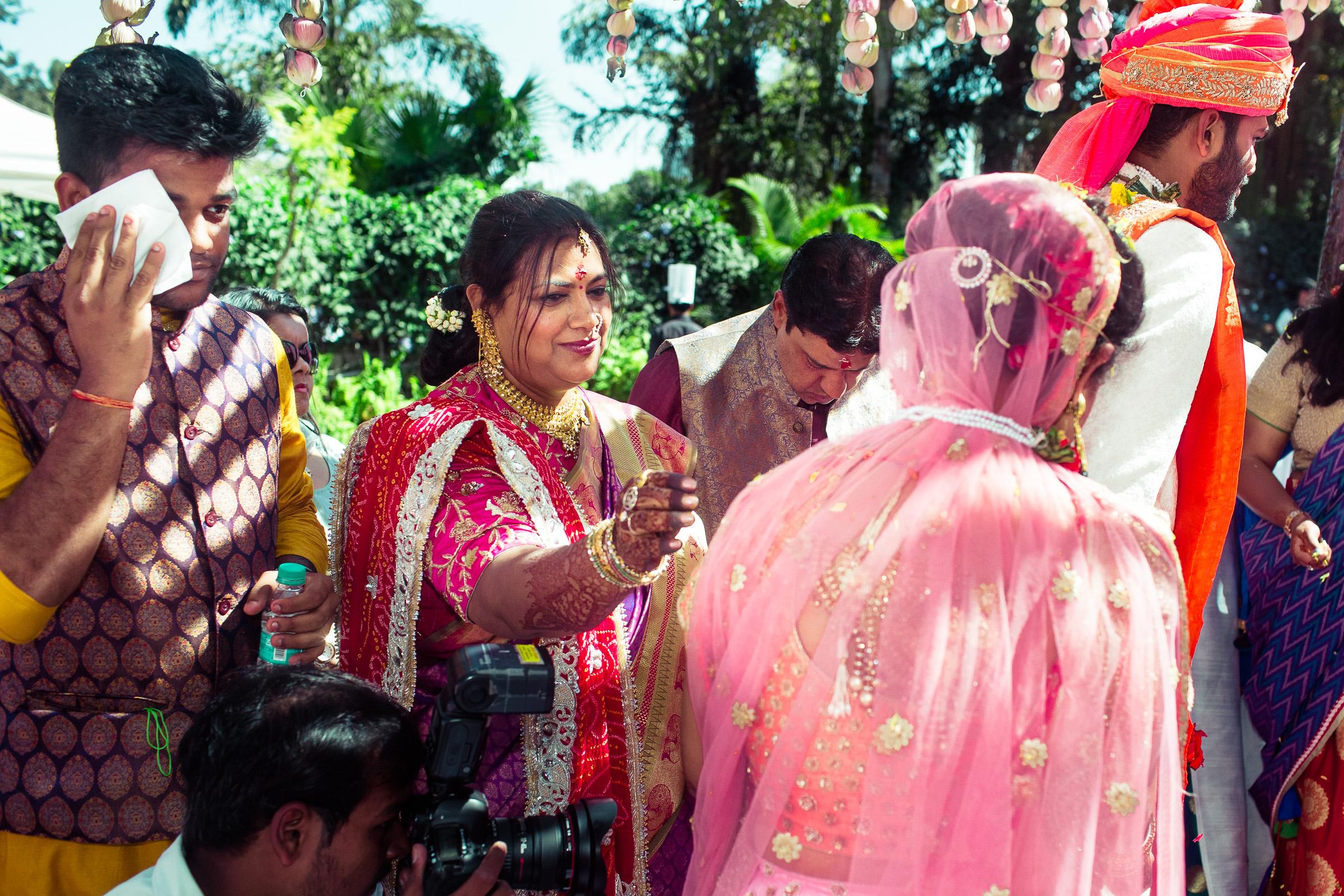 marwari-candid-wedding-photographers-bangalore-0039.jpg