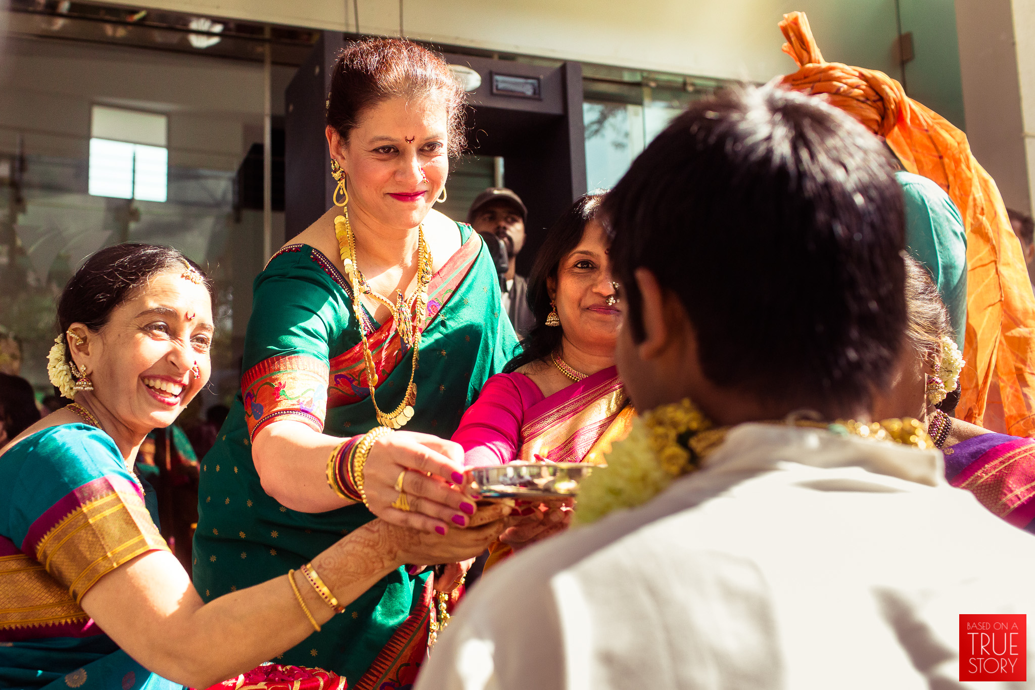 candid-wedding-photographers-bangalore-0037.jpg