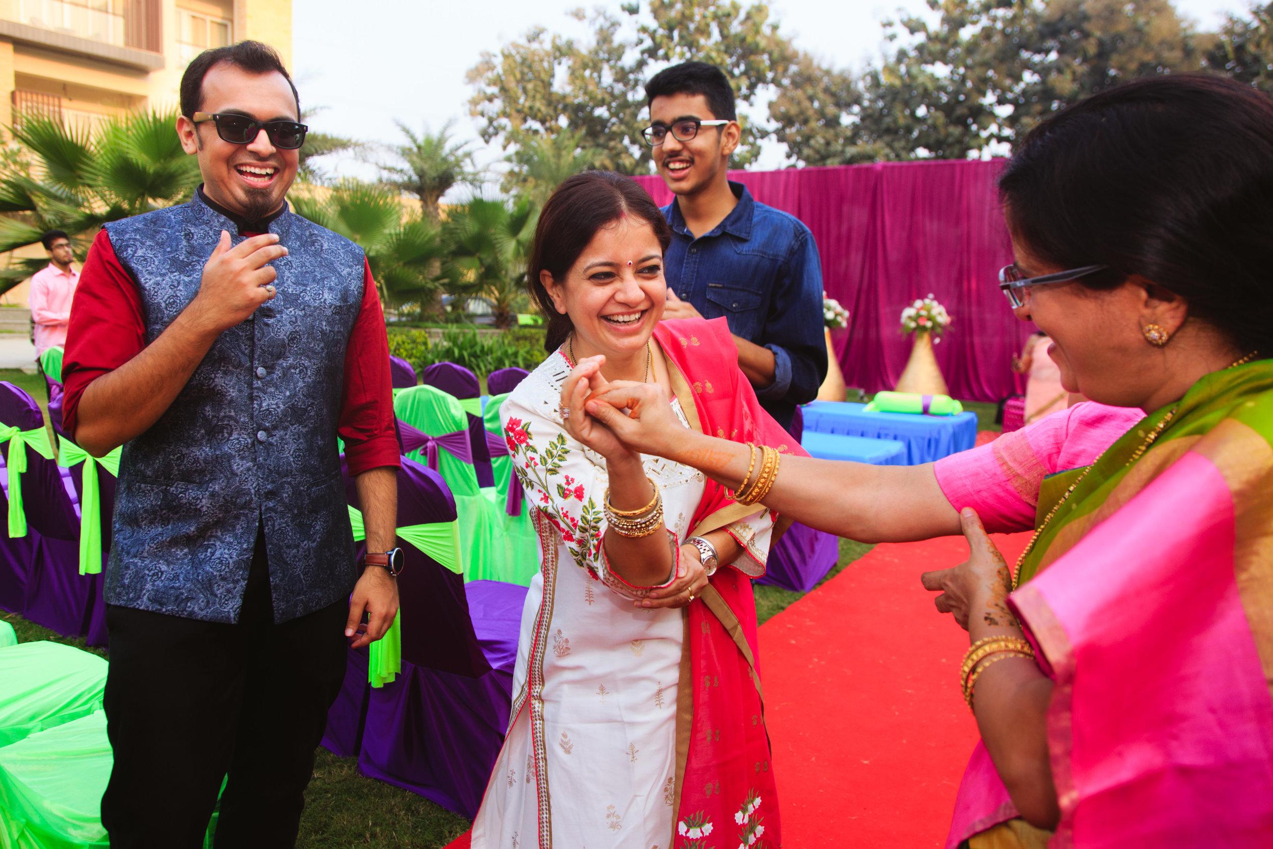 candid-wedding-photographers-lucknow-0015.jpg