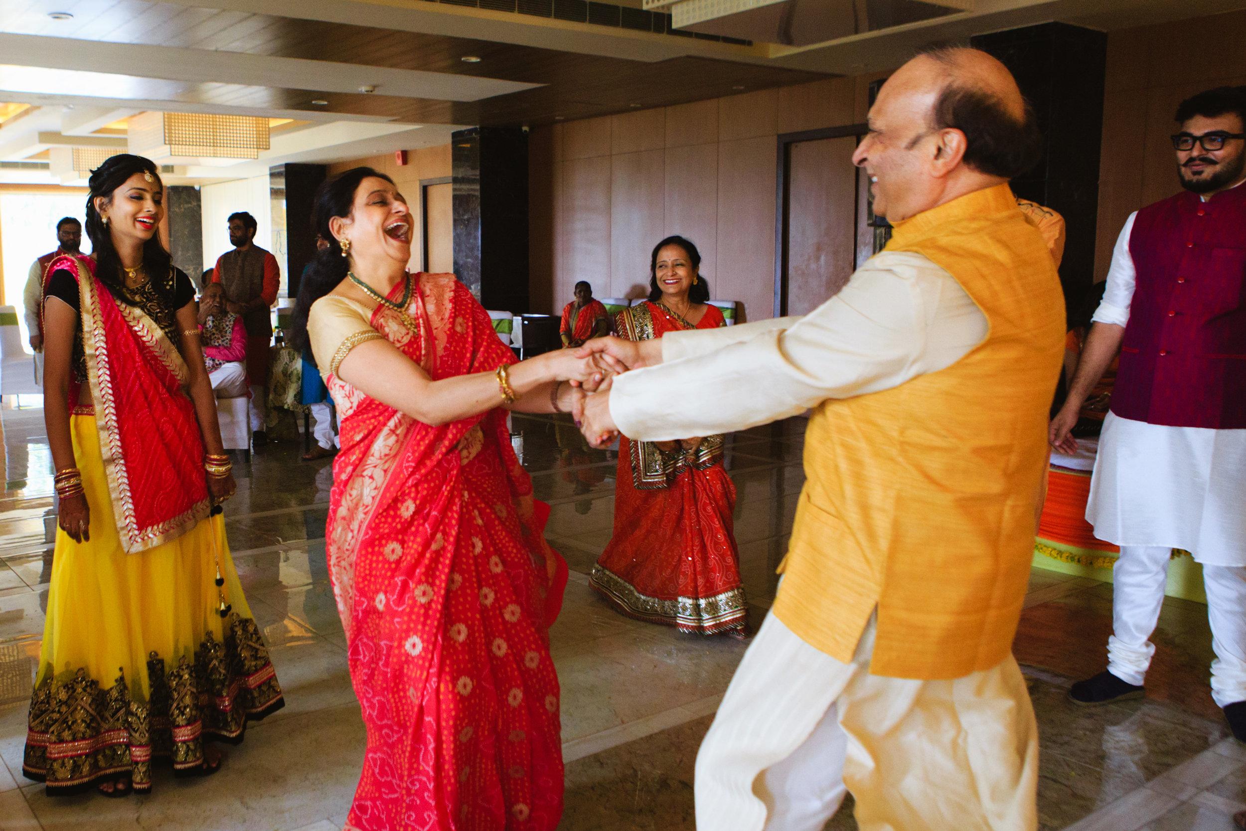 candid-wedding-photographers-lucknow-0029.jpg