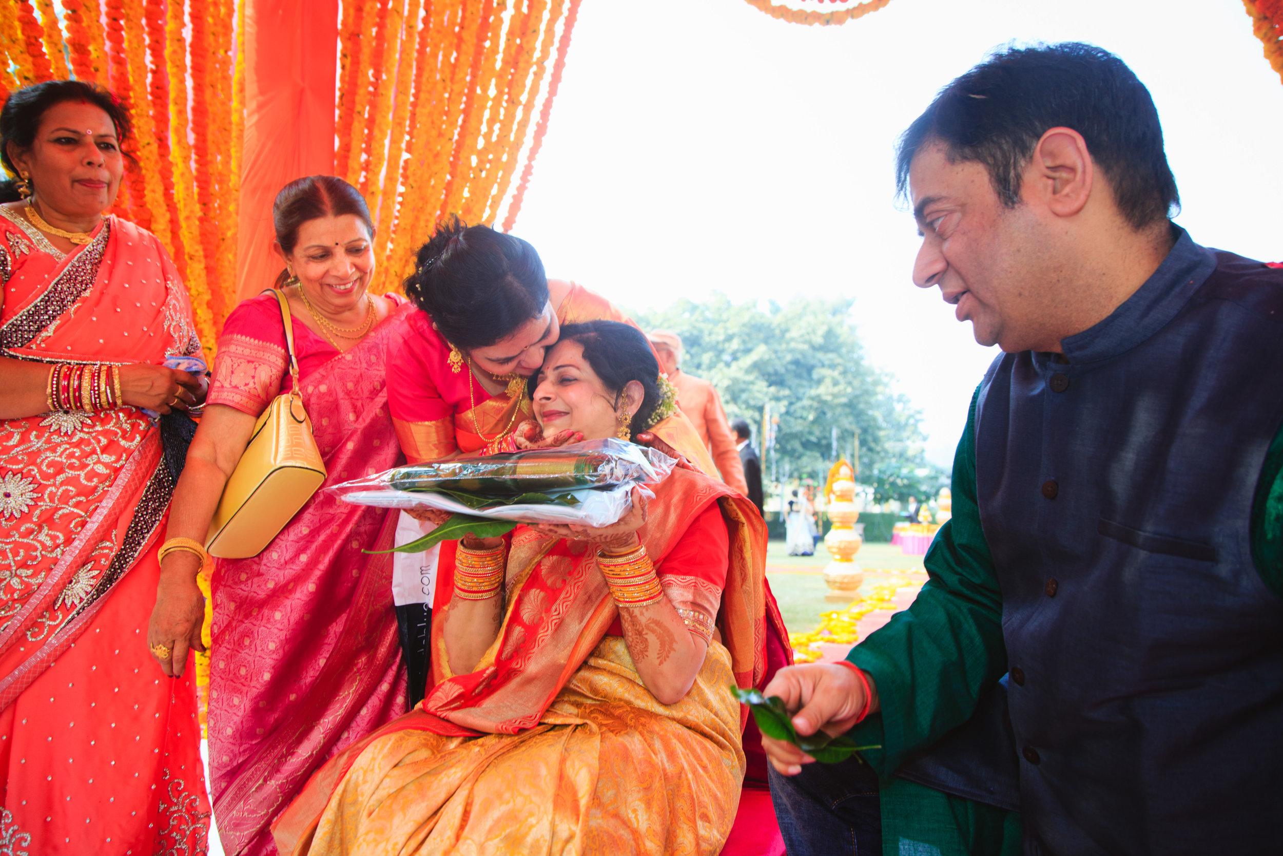 candid-wedding-photographers-lucknow-0058.jpg