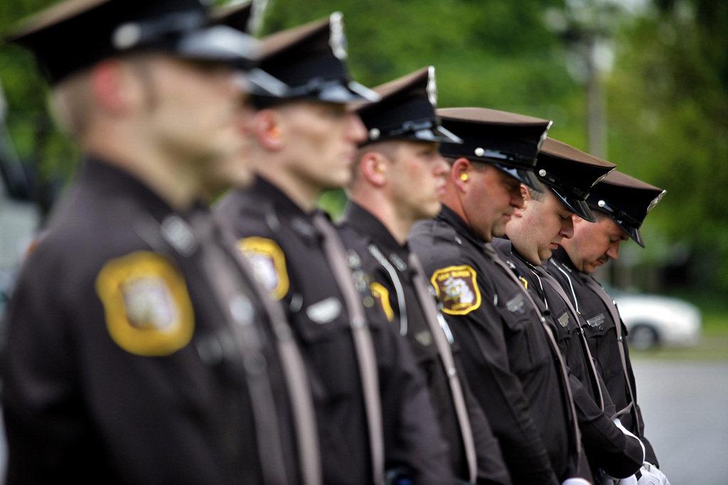 police-officers-memorial-service-18b1524263116f90.jpg
