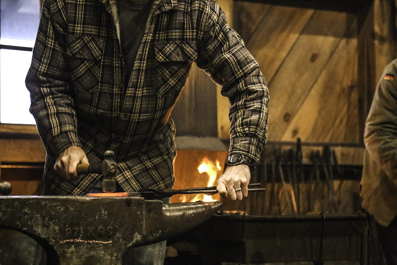 web_classes_blacksmithing.jpg