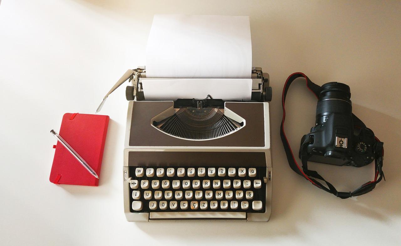 MaxPixel.freegreatpicture.com-Camera-Photo-Pen-Paper-Typewriter-Note-Book-1886443.jpg