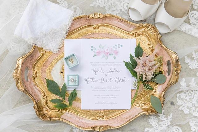 Pretty details ✨ We love the detailed shots especially when they include our gorgeous Florentine tray from Florence, Italy! 💗 #edelweissdesignhouse #afewofourfavoritethings #details #wedding . . . . . #EDHfloral #EDHweddings #florist #weddingphotography #weddings #vsco #thatsdarling #engaged #bride #marthastewartweddings #southernbride #southernweddings #alabamaweddings #destinationwedding #theknot #thehappynow #pursuepretty #travel #oncewed #flashesofdelight #beautifulmatters #liveunscripted