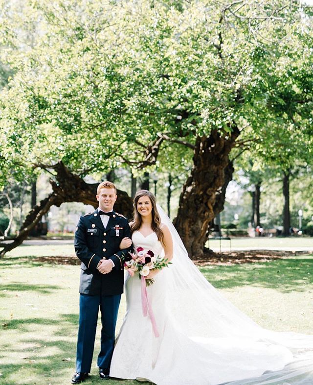 "Happy 4th of July!!! 🎉🇺🇸❤️✨💙 Sweet words from our bride to her active duty husband, ""To all of the men and women who serve our country, give up their rights, and sacrifice so much of their lives to serve and protect America, we love you and honor you today. I'm thankful to be married to this soldier and see firsthand all the discipline, sacrifice, shaping and molding that goes into leading such a selfless lifestyle. To all of the amazing soldiers and veterans out there, thank you for continuing to serve America and it's people."" 📸 