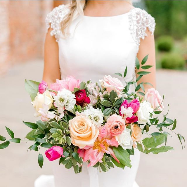 When your bride says she wants color, we say YES!!! Love this gorgeous bouquet for our beautiful bride @keebsmd 💗🌷 Thanks to @alexanddylanphoto for the incredible picture!! #edelweissdesignhouse #afewofourfavoritethings . . . #EDHfloral #EDHweddings #florist #weddingphotography  #vsco #thatsdarling #engaged #bride #marthastewartweddings #southernbride #southernweddings #alabamaweddings #destinationwedding #theknot #thehappynow #pursuepretty #travel #oncewed #flashesofdelight #beautifulmatters #liveunscripted #florals #bridal #flowers #weddingdecor #wedding