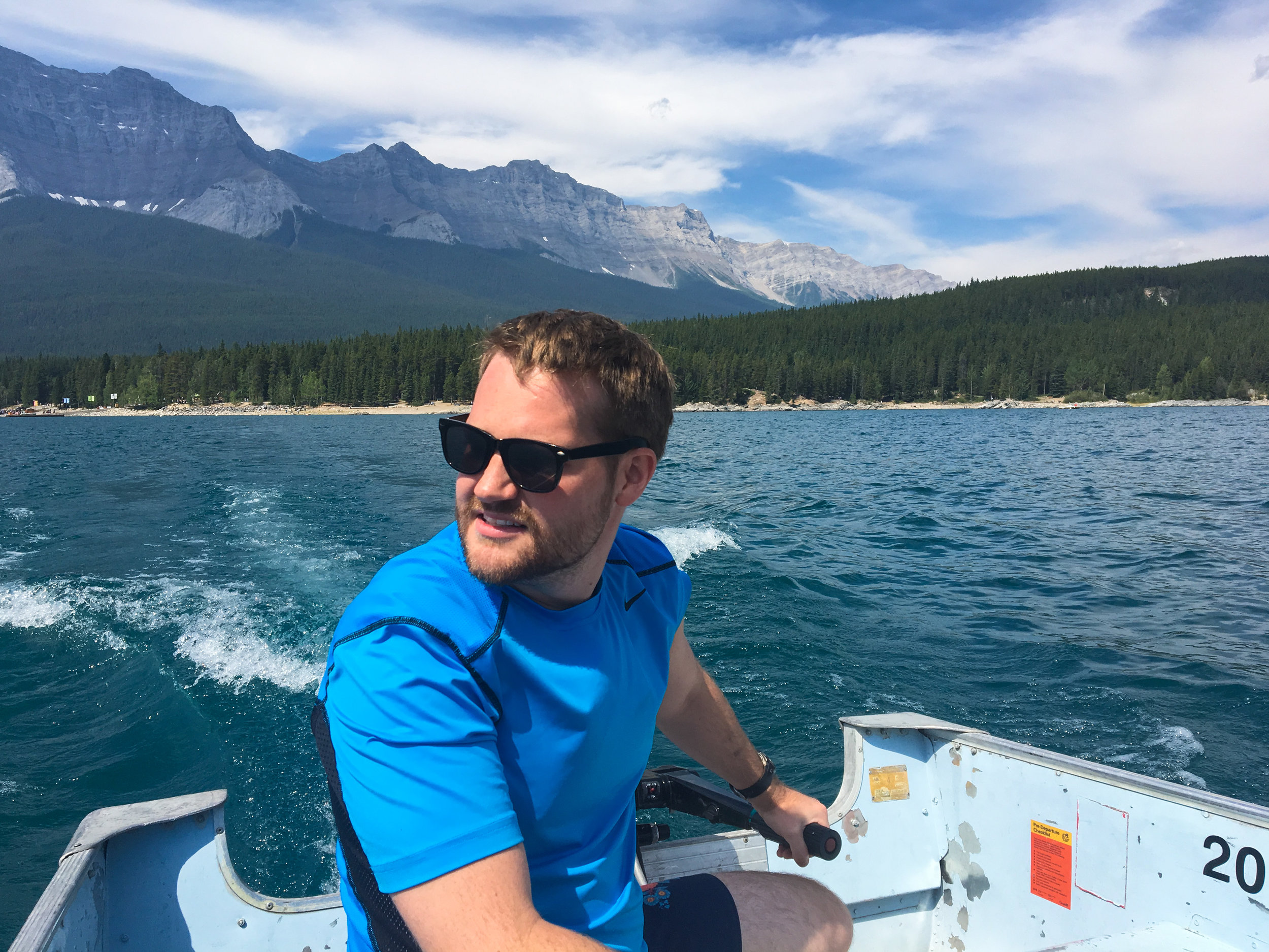 Lake Minnewanka Boat Rental