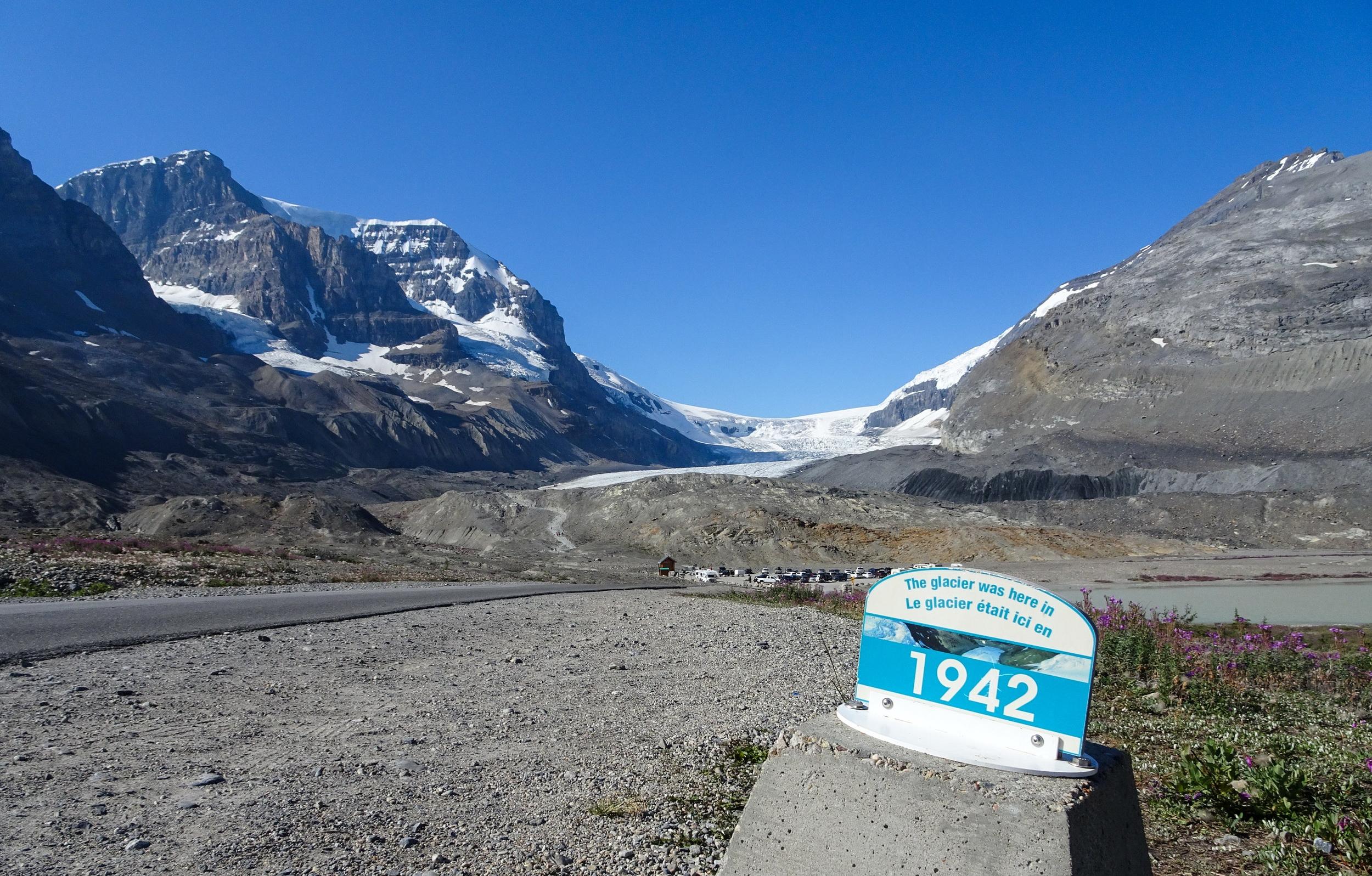 AthabascaGlacier_Hike.jpg