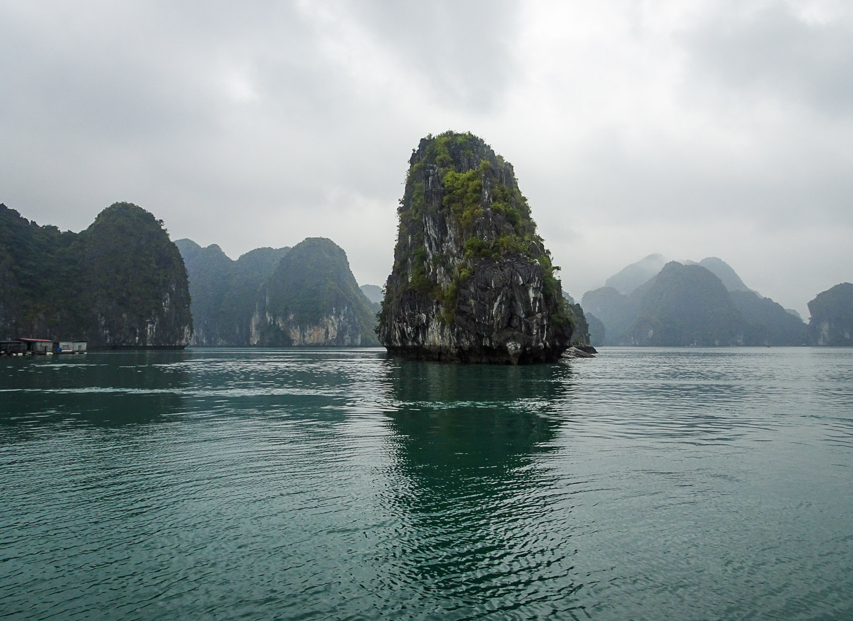 LanHaBay_Vietnam.jpg