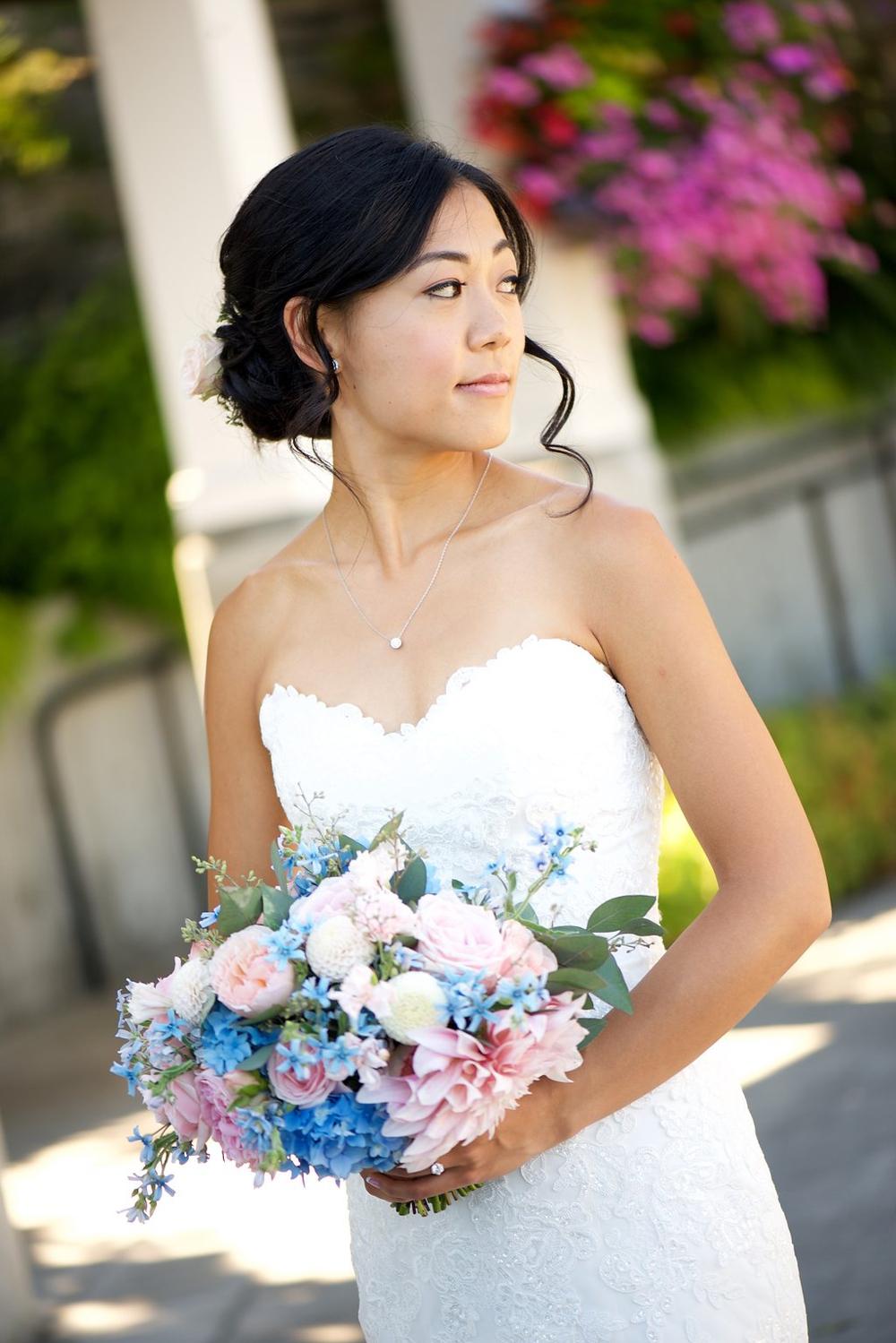 blue-and-blush-wedding-seattle-tennis-club 9.jpg