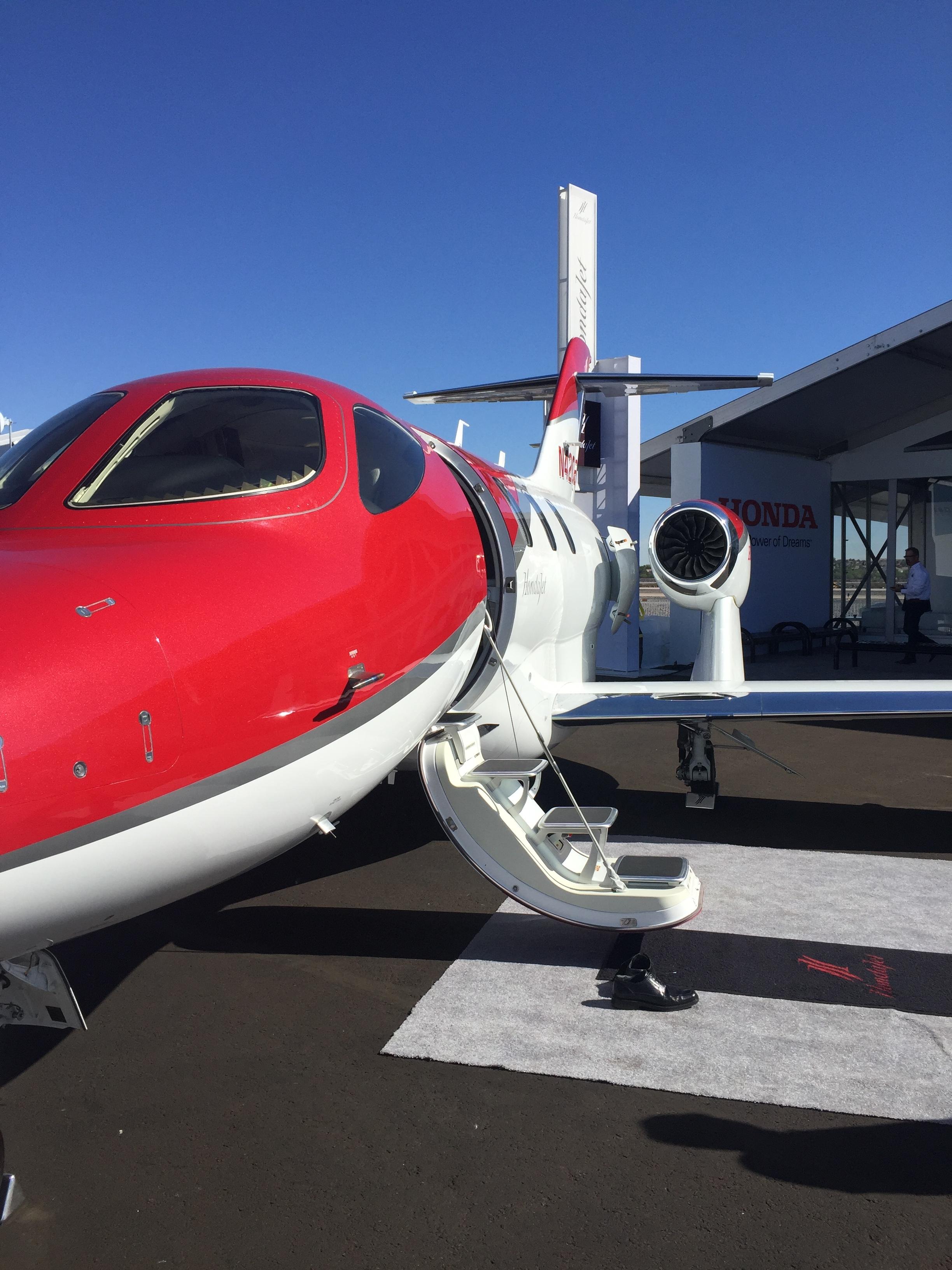 Hondajet with wing-mounted engines