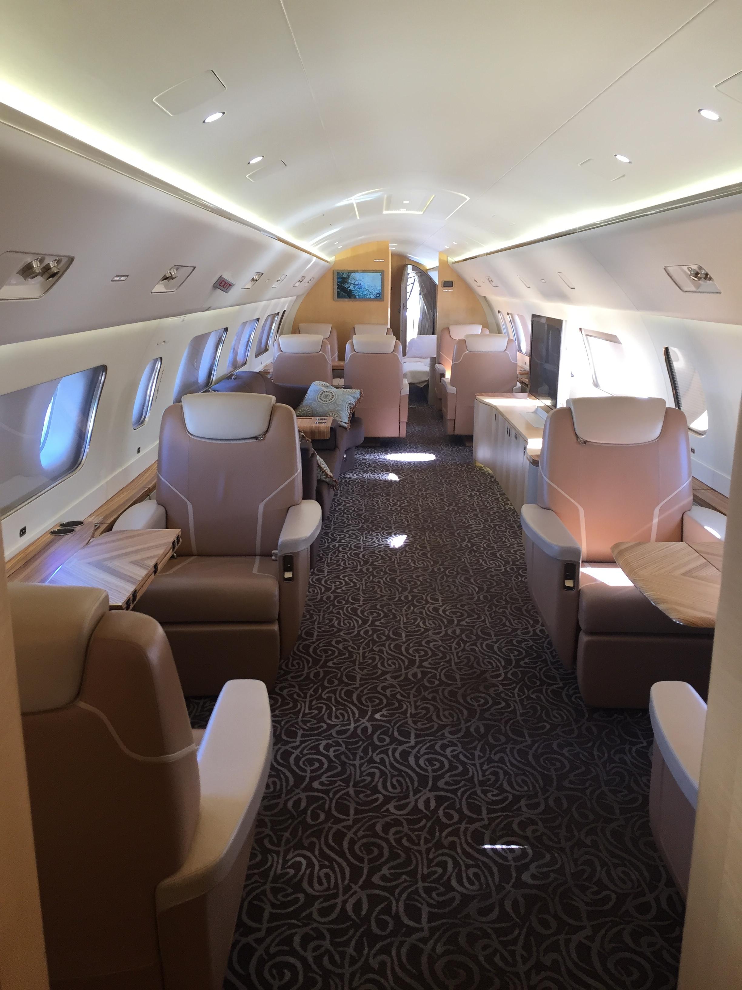 Lineage 1000 VIP interior