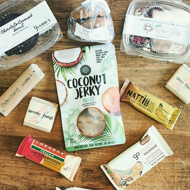 Center of Attention! What a great spread of super snacks. Stop by @organic_tree in Dana Point, CA and grab yourself a juice and some #cocojerky .  #guiltfree #crueltyfree #paleo #soyfree #nongmo #additivefree #organic #glutenfree #snackfood #futureofsnacking #vegan #rawvegan #raw #coconut #jerky #snacking #vegans #coconutjerky #vegansofig #rawvegansofig #lovecoconut #coconutlove #plantbased #veganlife #vegansnacks #whatveganseat #july #outdoors #socal