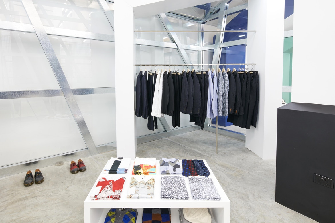 http-%2F%2Fhypebeast.com%2Fimage%2F2017%2F07%2Fdover-street-market-singapore-store-inside-pictures-22.jpg