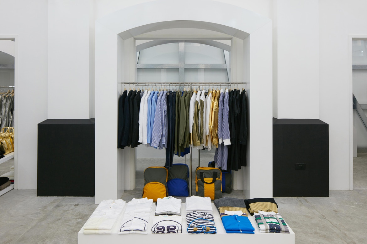 http-%2F%2Fhypebeast.com%2Fimage%2F2017%2F07%2Fdover-street-market-singapore-store-inside-pictures-24.jpg