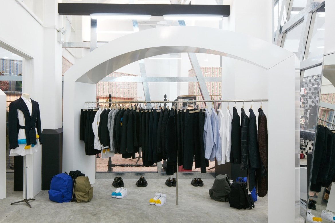 http-%2F%2Fhypebeast.com%2Fimage%2F2017%2F07%2Fdover-street-market-singapore-store-inside-pictures-26.jpg