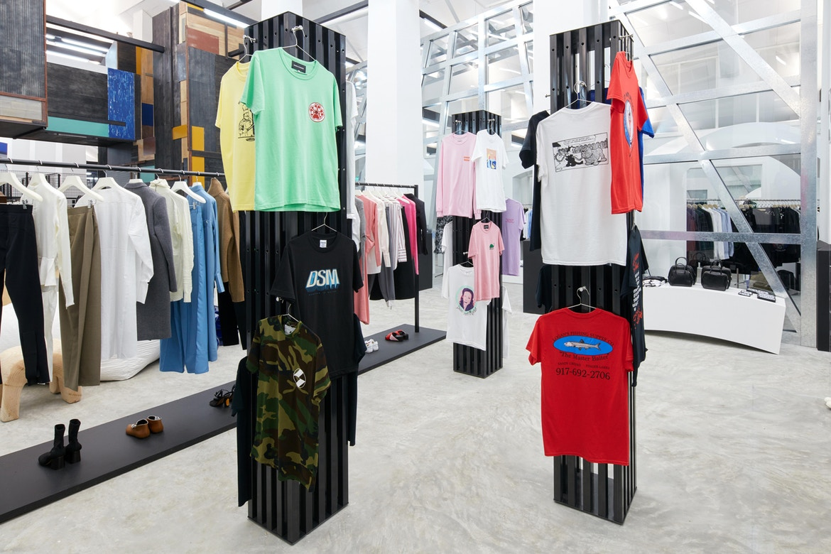 http-%2F%2Fhypebeast.com%2Fimage%2F2017%2F07%2Fdover-street-market-singapore-store-inside-pictures-31.jpg