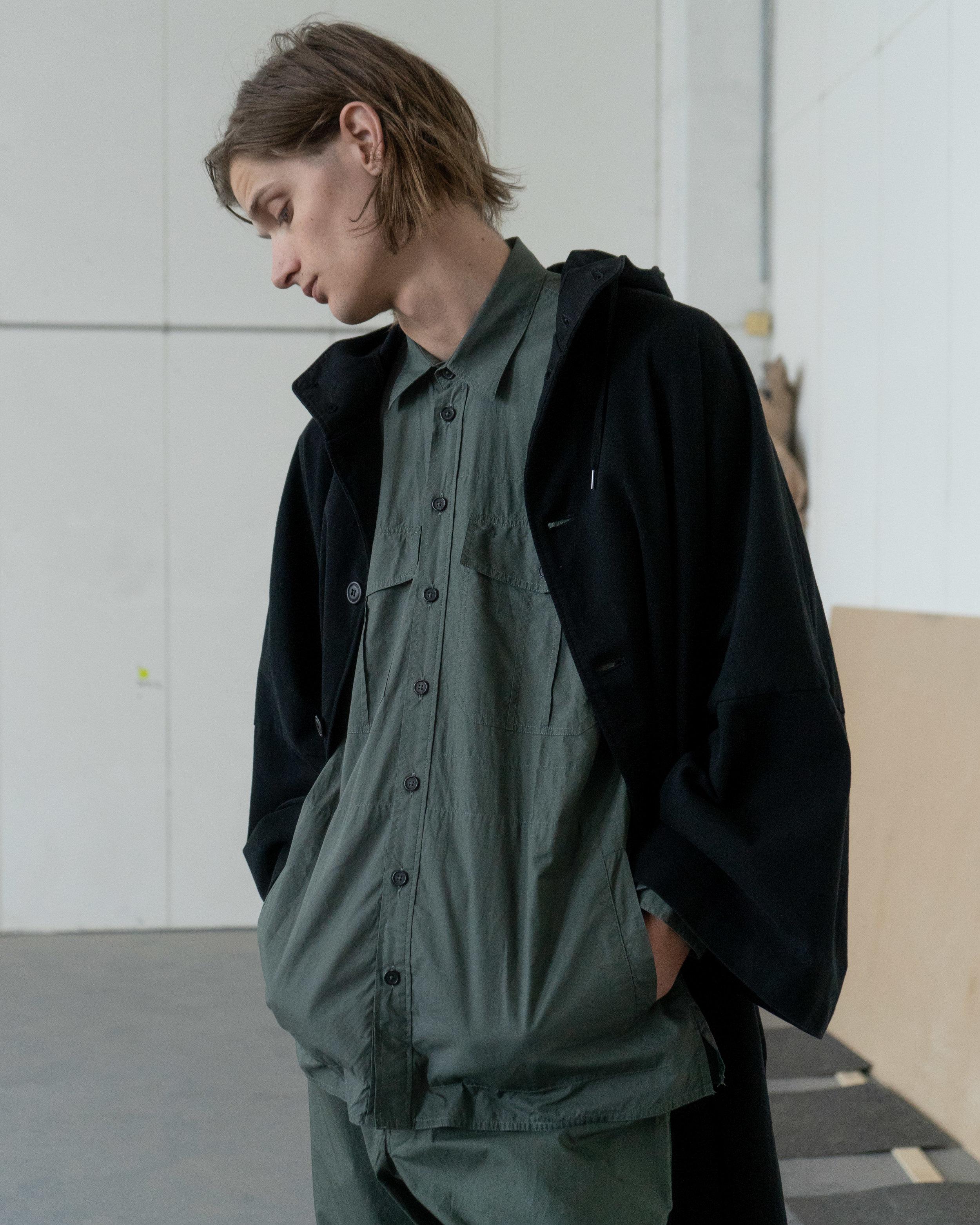 CURLY & Co - Cape Coat   HANSEN - Steven Lightweight Ranger Shirt   HANSEN - Theis Lightweight Tie Trousers