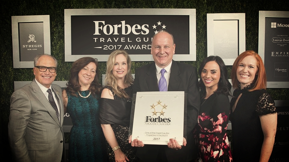 Inzerillo poses with the award-winning team from ARIA and ARIA Sky Suites.