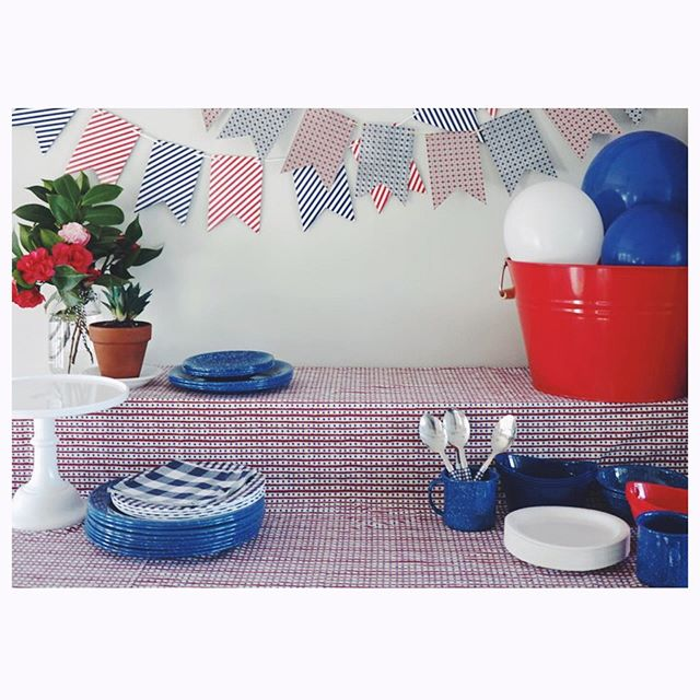 Happy Independence Day friends! 🇺🇸 I hope everyone is having a fun and safe holiday celebrating with people you love! #happy4thofjuly . . . . #resplendentliving #resplendentlivingparties #resplendentlivingstyling #4thofjuly #partystylist #partystyling #eventstylist #eventstylists #eventplanner #partyplanner #redwhiteandblue #redwhiteblue #independenceday #diyparty #diypartyideas #diypartydecor #partyblogger