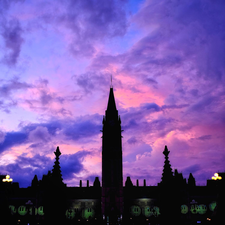 loveOttawa_ParliamentSunsetSkyweb.jpg
