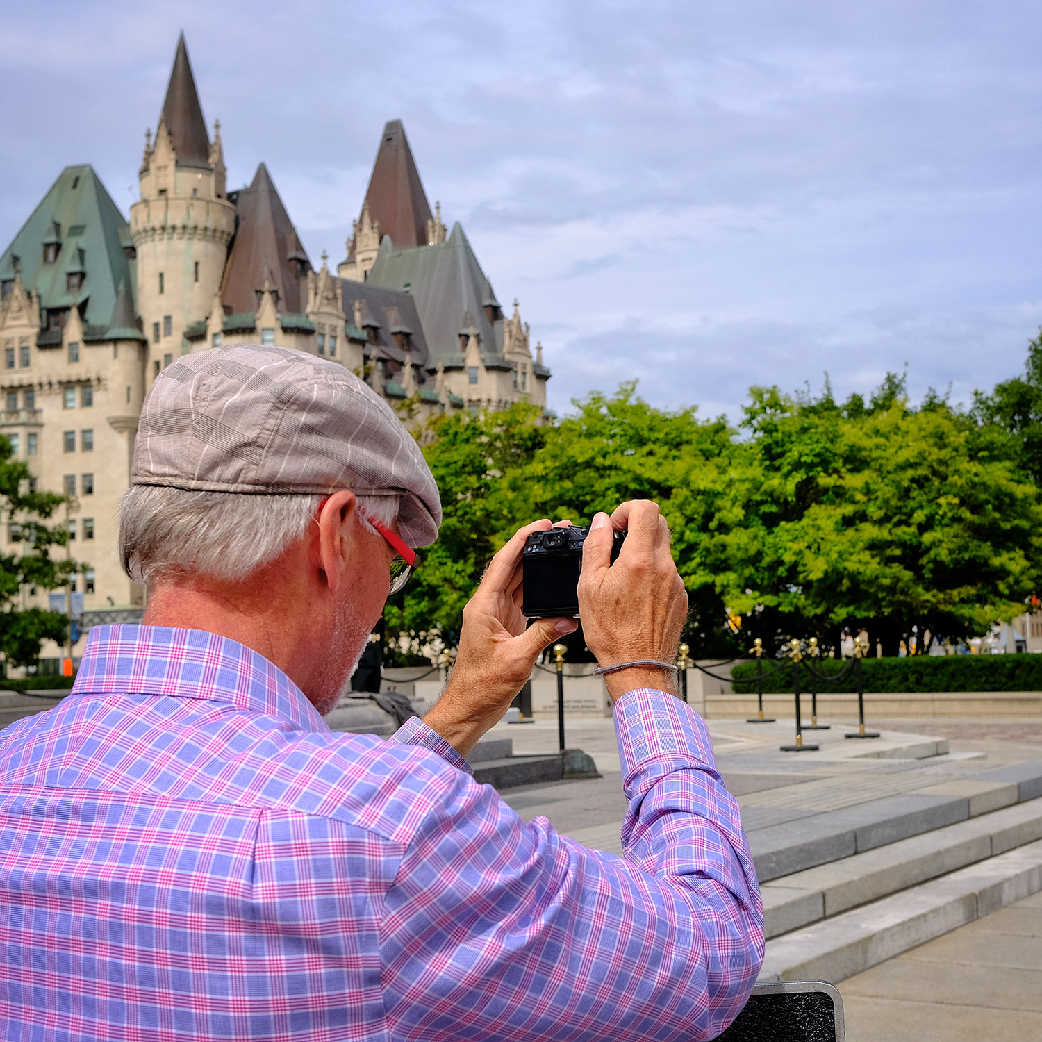 loveOttawa_olderphotographer_web.jpg