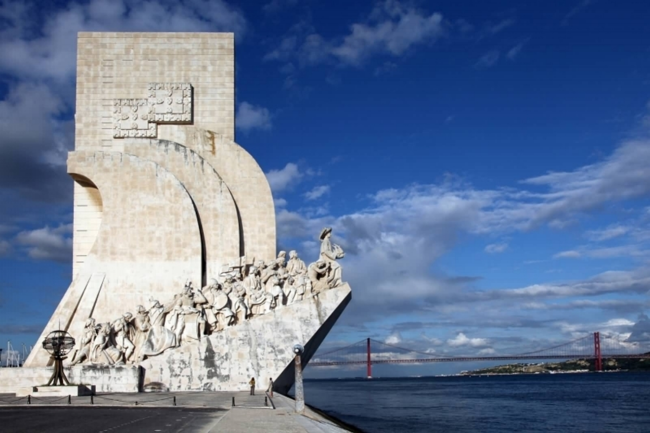 Tagus River - Come enjoy the city by the river, far from the noise and the stress, come with us, through the Tagus river.Trips from 2 to 8 hours.Max 14 People