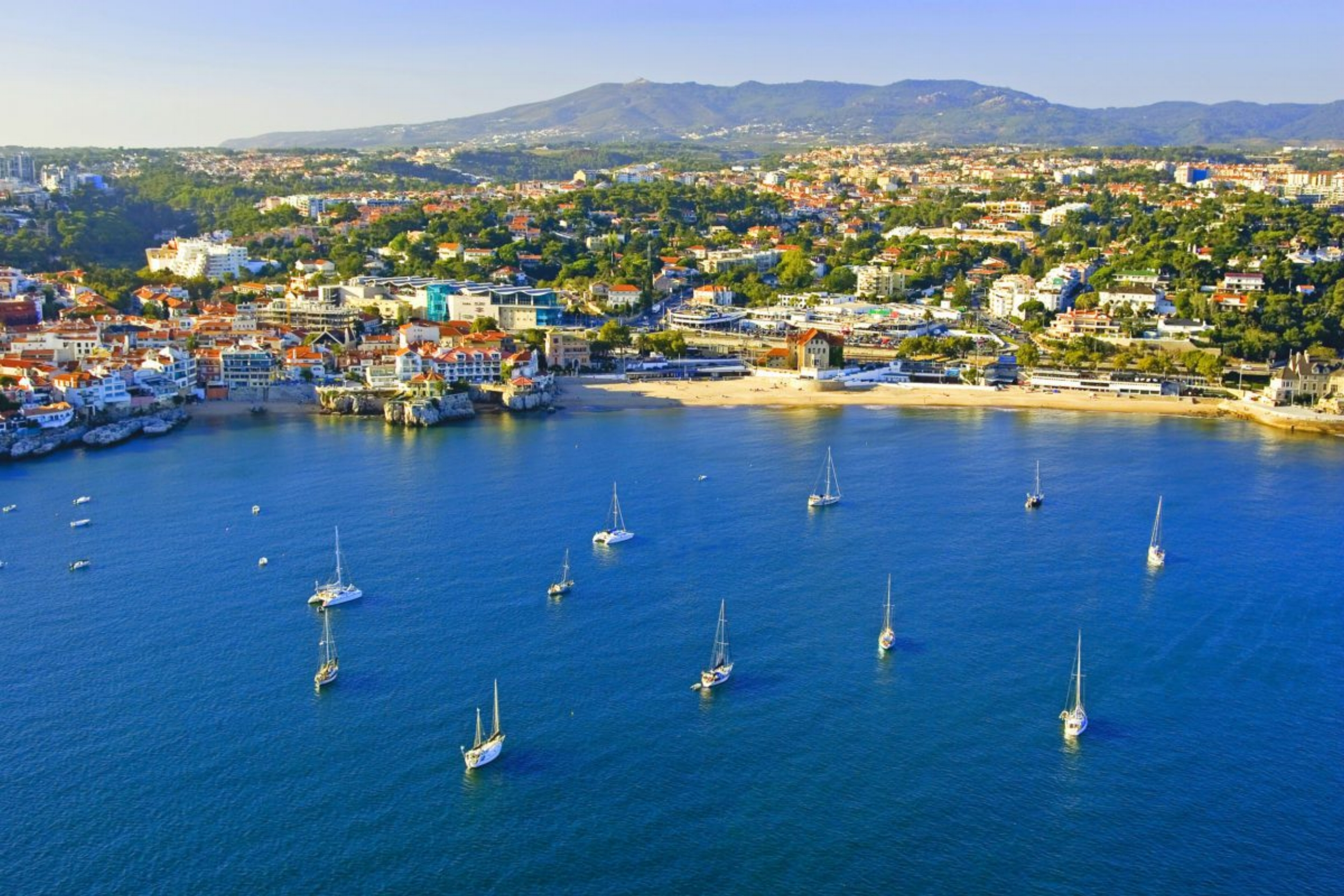 Cascais Bay - Do not miss the fantastic opportunity of seeing the beauty of the Cascais coast, its beaches and monuments.Trips from 2 to 8 hours.Max 14 People
